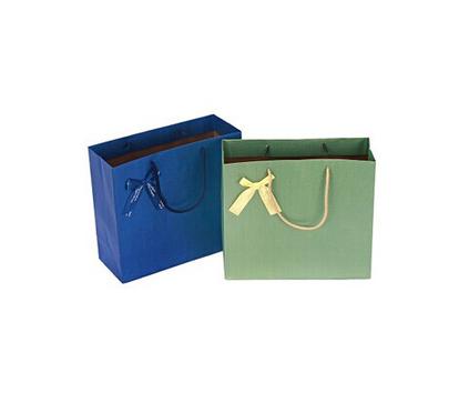 简洁单色手提袋 纸盒包装在很大程度上是以其精美
